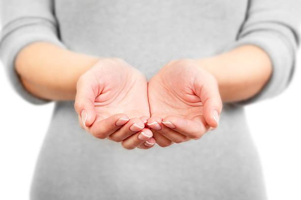 mani di donna aperta. - palmo foto e immagini stock