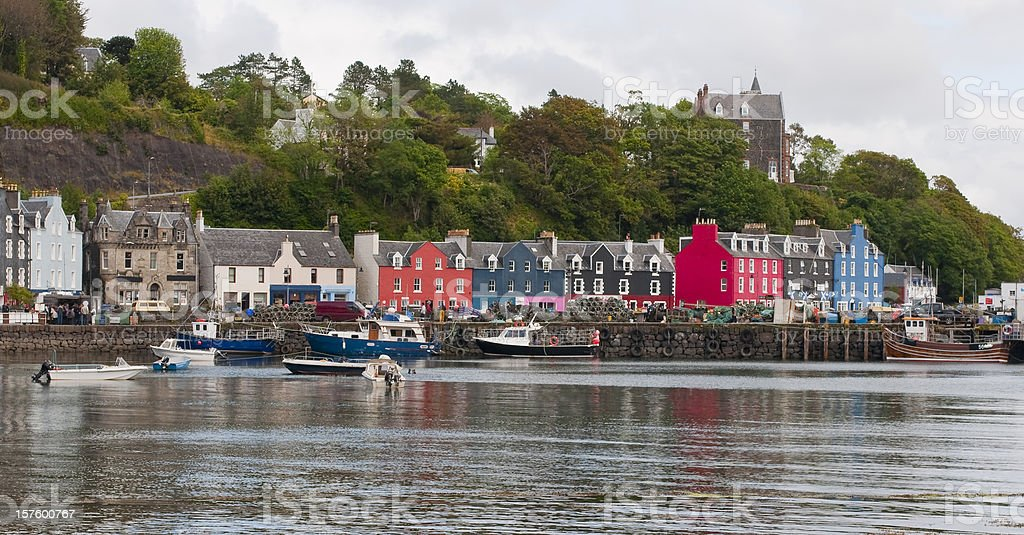 The painted houses at Tobermory harbour stock photo