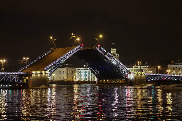 The Palace Bridge in St Petersburg Russia The Palace Bridge is a road traffic and foot bascule bridge spanning the Neva River in Saint Petersburg between Palace Square and Vasilievsky Island bascule bridge stock pictures, royalty-free photos & images