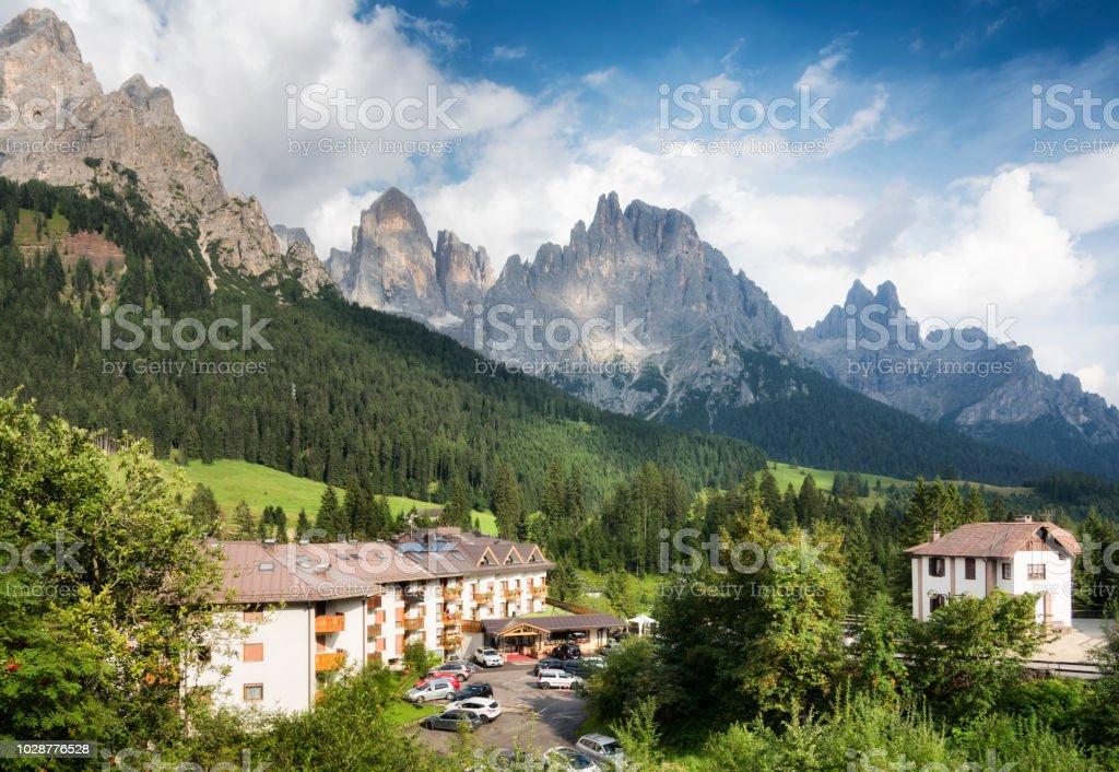 Der blasse von San Martino Gruppe Blick von San Martino di Castrozza. Sommer in den Dolomiten. Italien – Foto