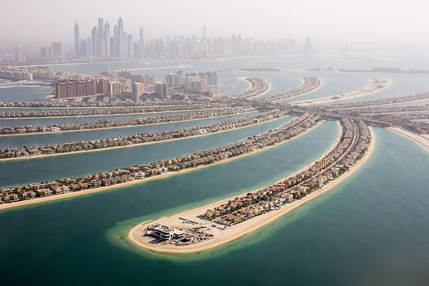 blick auf den palm jumeirah - jumeirah stock-fotos und bilder