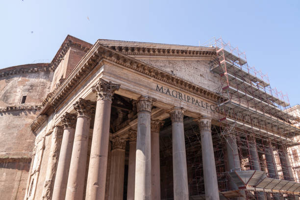 the pantheon with scaffolding, rome - rome road central view foto e immagini stock