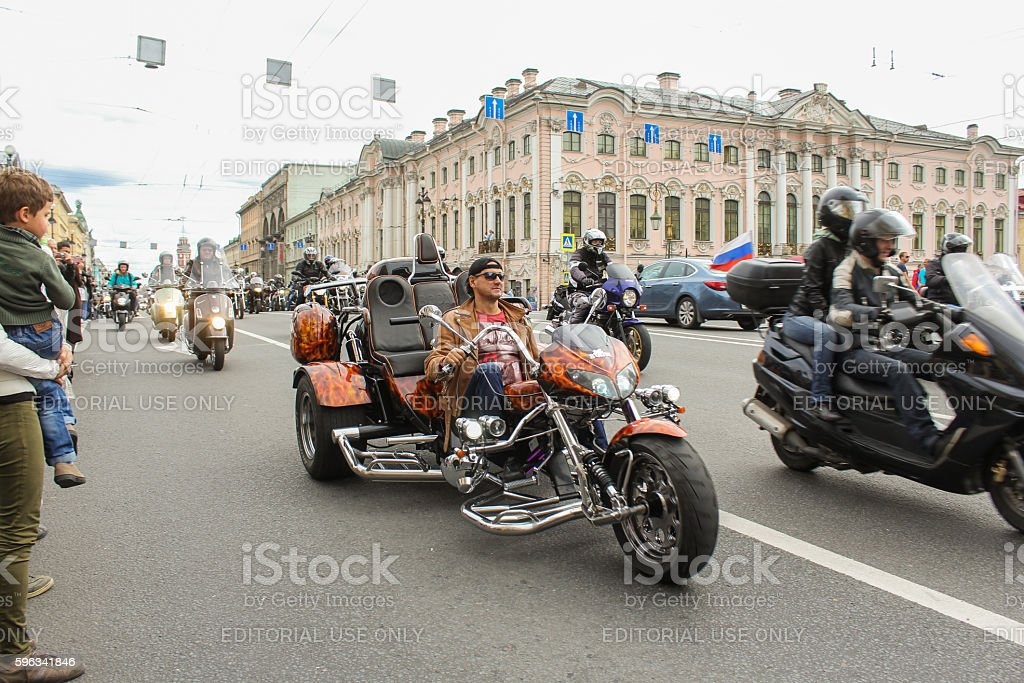 The parade of bikers on the Green Bridge Nevsky Prospekt. Lizenzfreies stock-foto