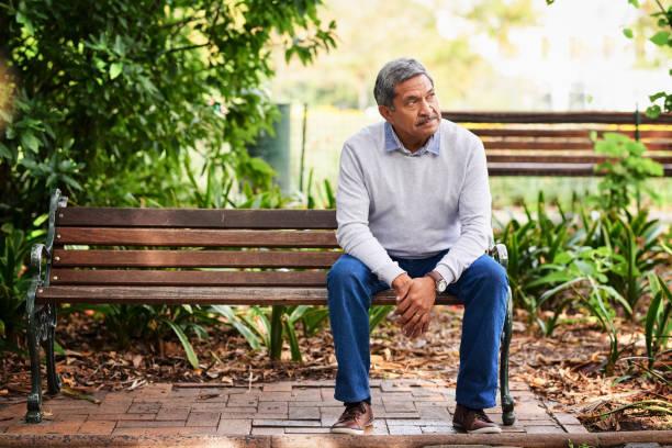 parken är där han kommer att begrunda en stund - bench bildbanksfoton och bilder