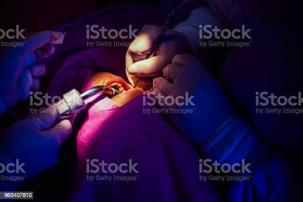 Pacjent Z Leczeniem W Szpitalu - zdjęcia stockowe i więcej obrazów Ambulans