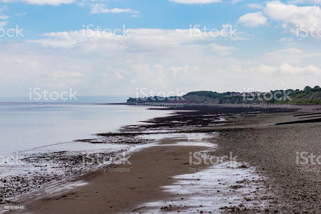La playa del guijarro de Penarth mirando al oeste. - foto de stock
