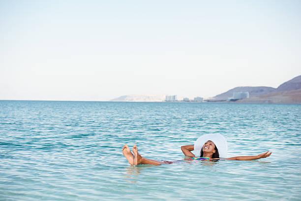 idealne wakacje na słone jezioro. - morze martwe zdjęcia i obrazy z banku zdjęć