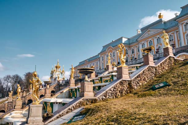 the peterhof palace, sint-petersburg, rusland - peterhof stockfoto's en -beelden