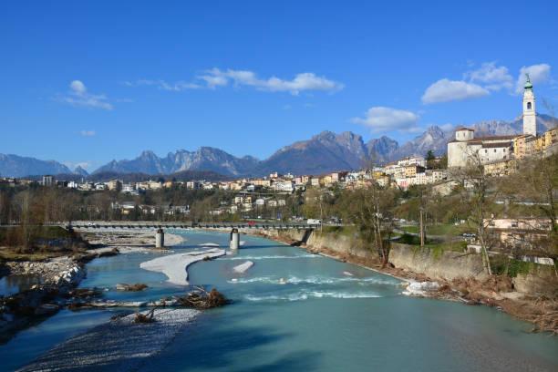 der Piave, die Heiligen in die Heimat fließt langsam durch die Stadt Belluno in Italien – Foto