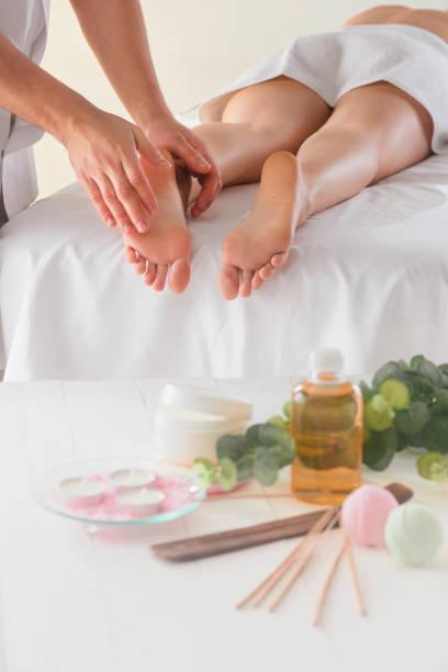 the picture of beautiful woman in massage salon - china drug foto e immagini stock