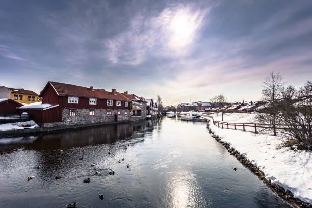 Falun - 30. März 2018: Die malerischen Holzhäusern im Zentrum der Stadt Falun in Dalarna, Schweden – Foto