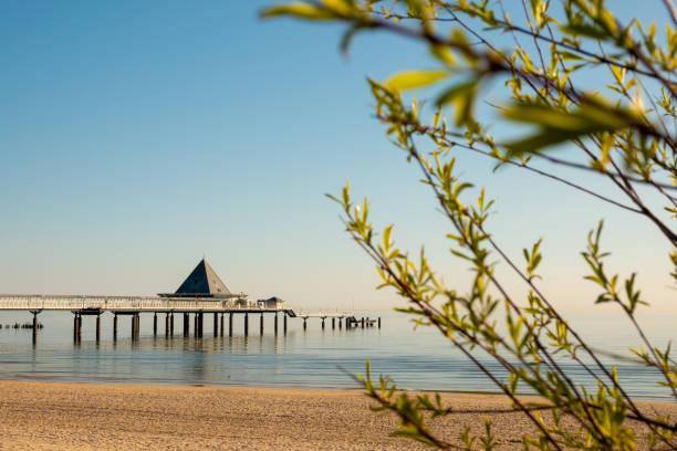 Der Pier von Ahlbeck am frühen Morgen bei Sonnenschein – Foto