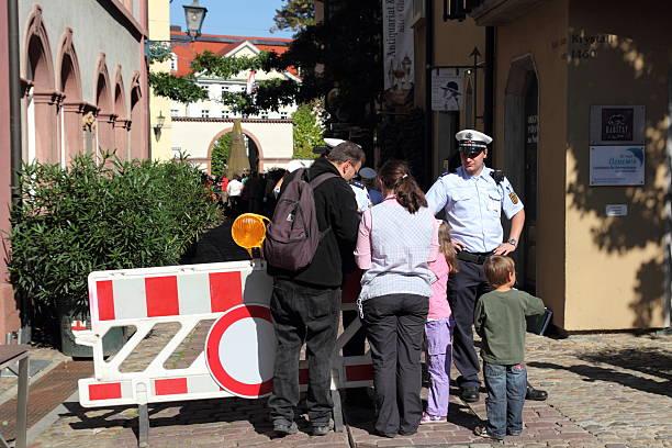 die pilger karo von der polizei, die die verschiedenen päpste reise nach deutschland. - papst benedikt xvi stock-fotos und bilder