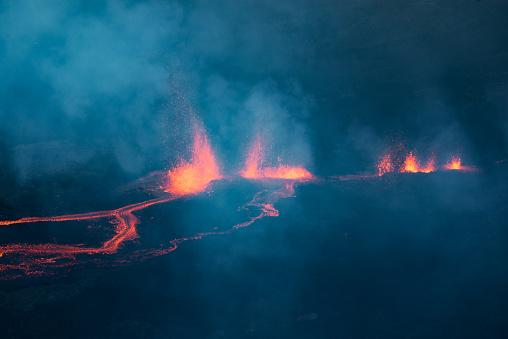 冰錐 Fournaise 火山在團圓島噴發中的發生 照片檔及更多 光 照片