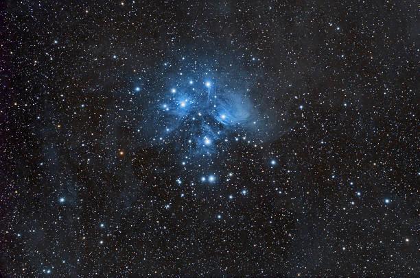 plejaden star cluster und nebel - sternhaufen stock-fotos und bilder
