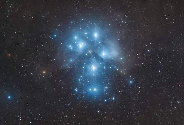 Der Sternhaufen der Plejaden im Sternbild Stier (Messier 45) – Foto