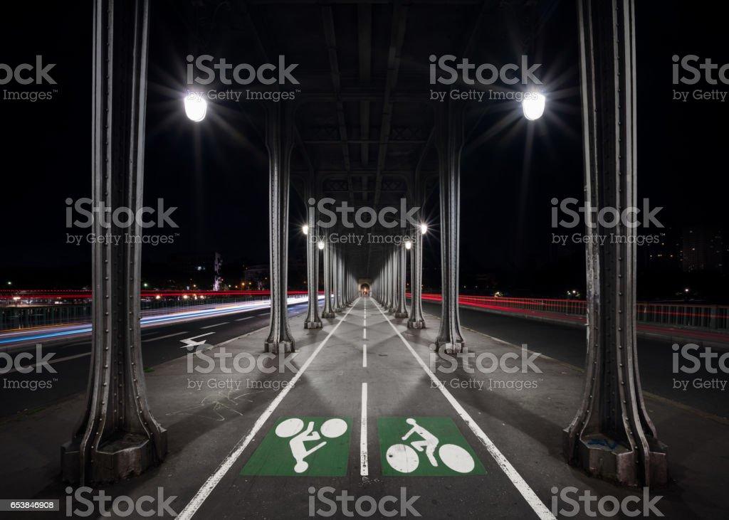 La Pont de Bir-Hakeim, nuit, Paris, France - Photo