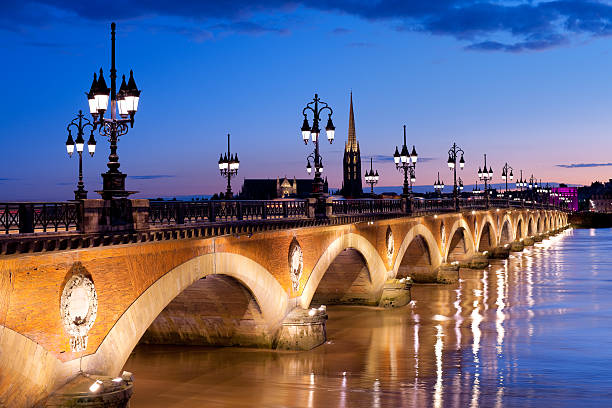 The Pont de pierre in Bordeaux Night view on The Pont de pierre in Bordeaux bordeaux stock pictures, royalty-free photos & images