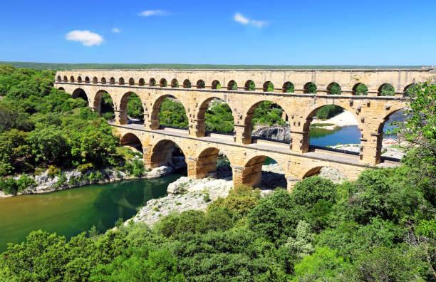 de pont du gard - pont du gard stockfoto's en -beelden