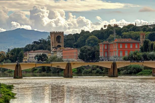 Die Ponte Alle Grazie gesehen von der Ufizzi Galerie, Florenz, Italien – Foto