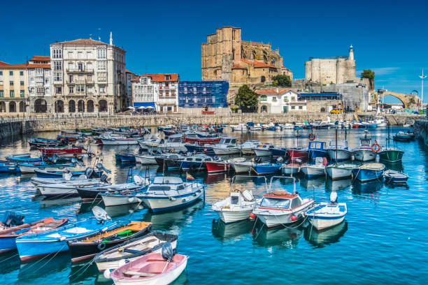 The port city of Castro Urdiales on the Bay of Biscay, Cantabria, northern Spain. The port city of Castro Urdiales on the Bay of Biscay, Cantabria, northern Spain. santander spain stock pictures, royalty-free photos & images