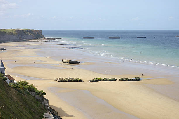 The port of Arromanche WWII The floating port of Arromanche used during Worl War II, also known as Mulberry port, was built for serving the troops on the beach of Arromanche, Normandy, France normandy stock pictures, royalty-free photos & images