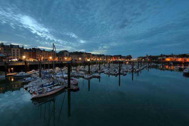 Der Hafen von Dieppe in der Normandie bei Nacht Der Hafen von Dieppe in der Normandie bei Nacht dieppe france stock pictures, royalty-free photos & images