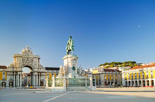 praça do comércio square a lisbona, portogallo - lisbona foto e immagini stock
