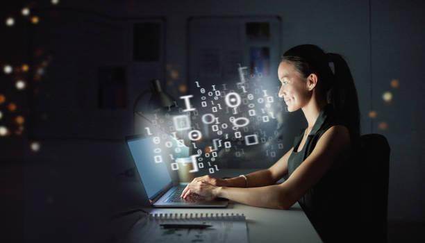 der profi in programmierung - digitale verbesserung stock-fotos und bilder