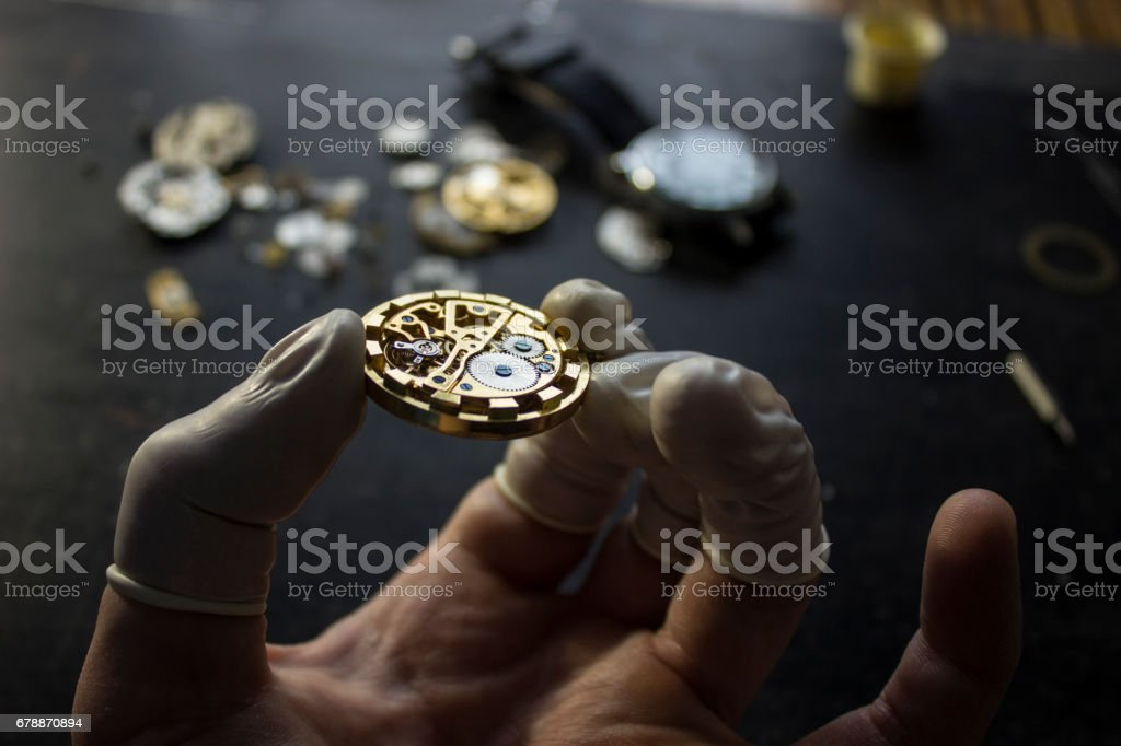 The process of repair of mechanical watches photo libre de droits