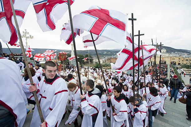 Die Treppe führt die Prozession der Heiligen Dreifaltigkeit Chuch – Foto