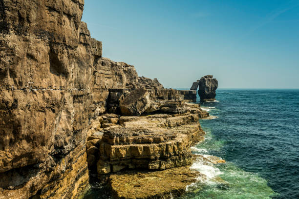 the pulpit rock - blue skies and calm seas. - pulpit rock dorset stock photos and pictures