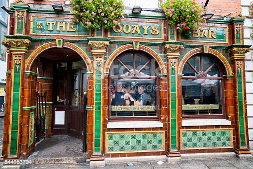 172763398 istock photo The Quays Bar at Temple Bar in Dublin, Ireland 844253794