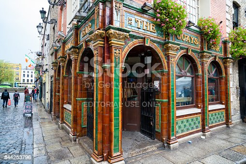 172763398 istock photo The Quays Bar at Temple Bar in Dublin, Ireland 844253796