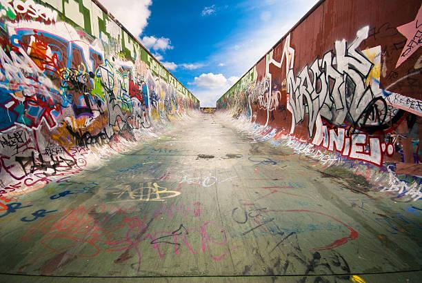 のランプ - street graffiti ストックフォトと画像