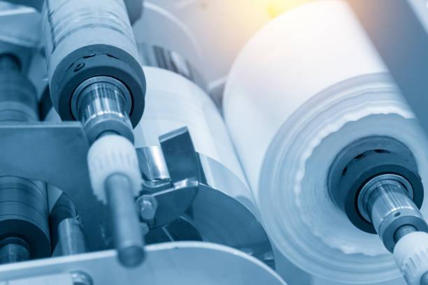 der rohstoff für plastiktüte. - windbeutel stock-fotos und bilder