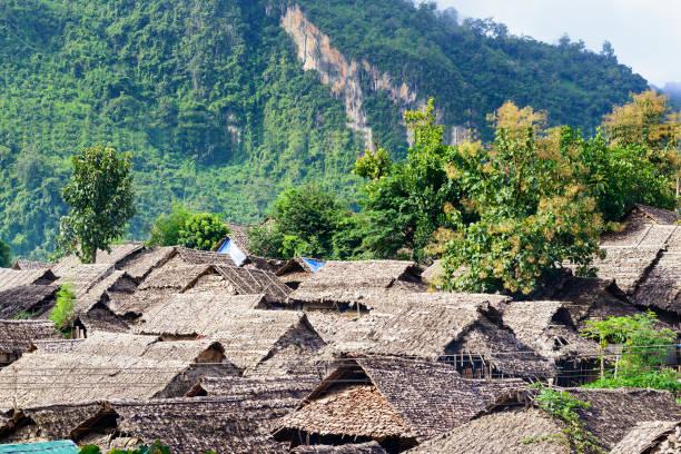 the refugee village - burma home do zdjęcia i obrazy z banku zdjęć