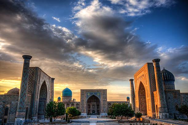 the registran at sunset in samarkand, uzbekistan - oezbekistan stockfoto's en -beelden