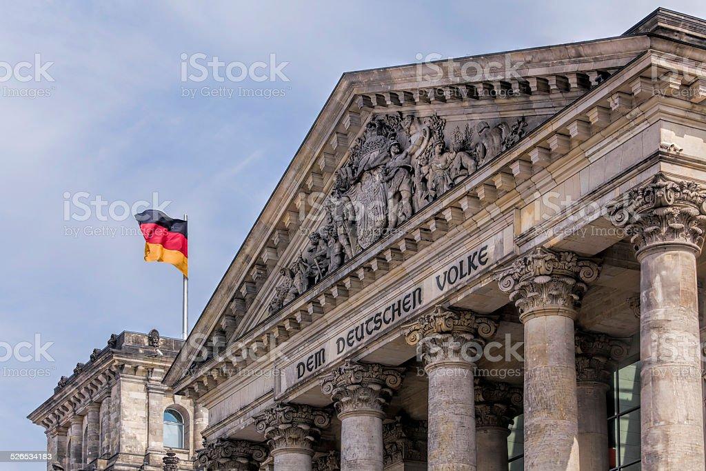 Das Reichstagsgebäude und deutsche Flagge, Berlin, Deutschland – Foto