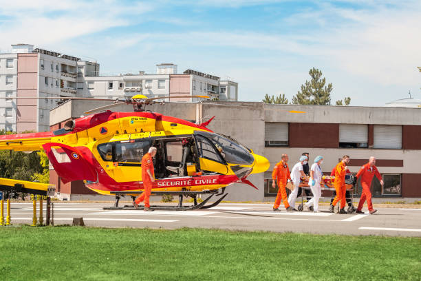 The rescue team transports the victim of a car accident on a stretcher from a paramedic helicopter 22 July 2019, Strasbourg, France: The rescue team transports the victim of a car accident on a stretcher from a paramedic helicopter emergency response stock pictures, royalty-free photos & images