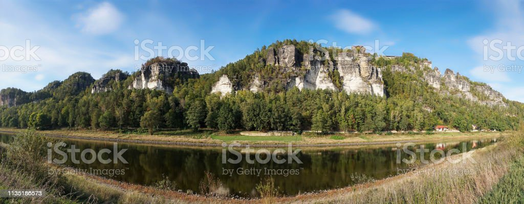Der Ferienort Rathen in den Elb-Sandsteinbergen – Foto