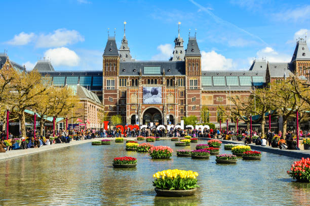 The Rijksmuseum and I Amsterdam sign with tourists, Amsterdam, Netherlands Amsterdam, Netherlands - Circa April, 2017: The Rijksmuseum on Museumplein, I Amsterdam sign with tourists in Amsterdam. museumplein stock pictures, royalty-free photos & images