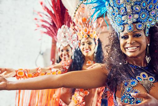 Photo Libre De Droit De Le Carnaval De Rio Un Regal Pour Tous Les Sens Banque D Images Et Plus D Images Libres De Droit De