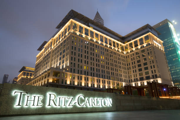 the ritz-carlton, dubai international financial centre - sheikh zayed road stock-fotos und bilder