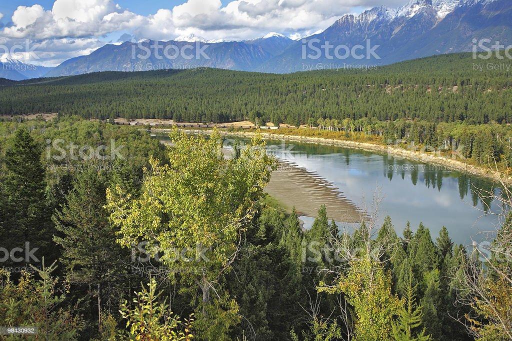 Il fiume asciugatura fino in autunno foto stock royalty-free