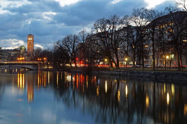 The river in Munich in the evening – Foto