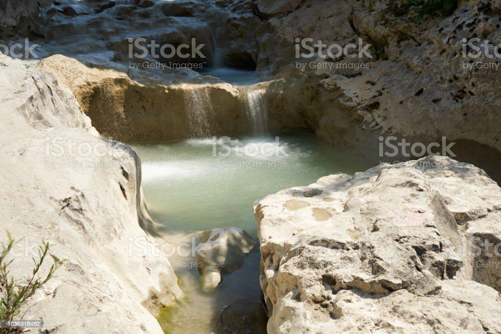o rio Mirna, perto da aldeia de Kotli na Croácia - foto de acervo