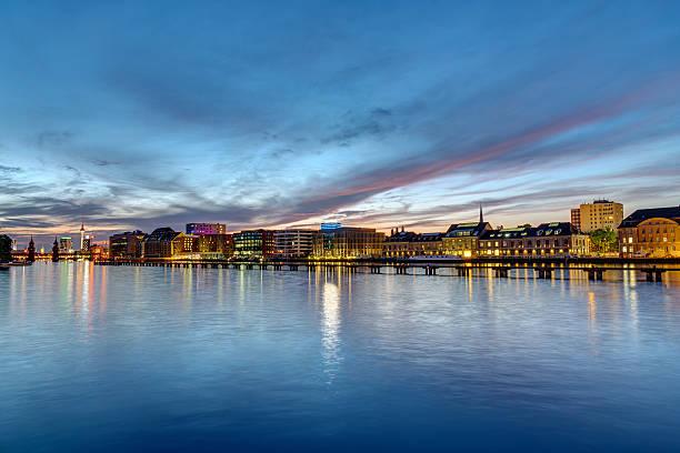 the river spree in berlin at dawn - oberbaumbrücke stock-fotos und bilder