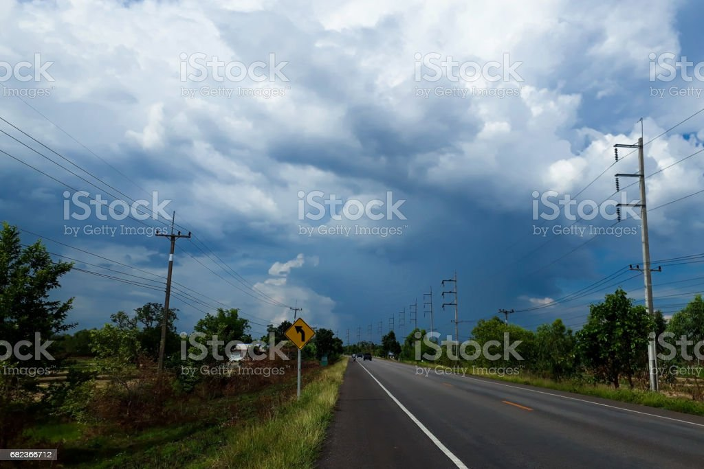 The road and the stormy skies foto stock royalty-free