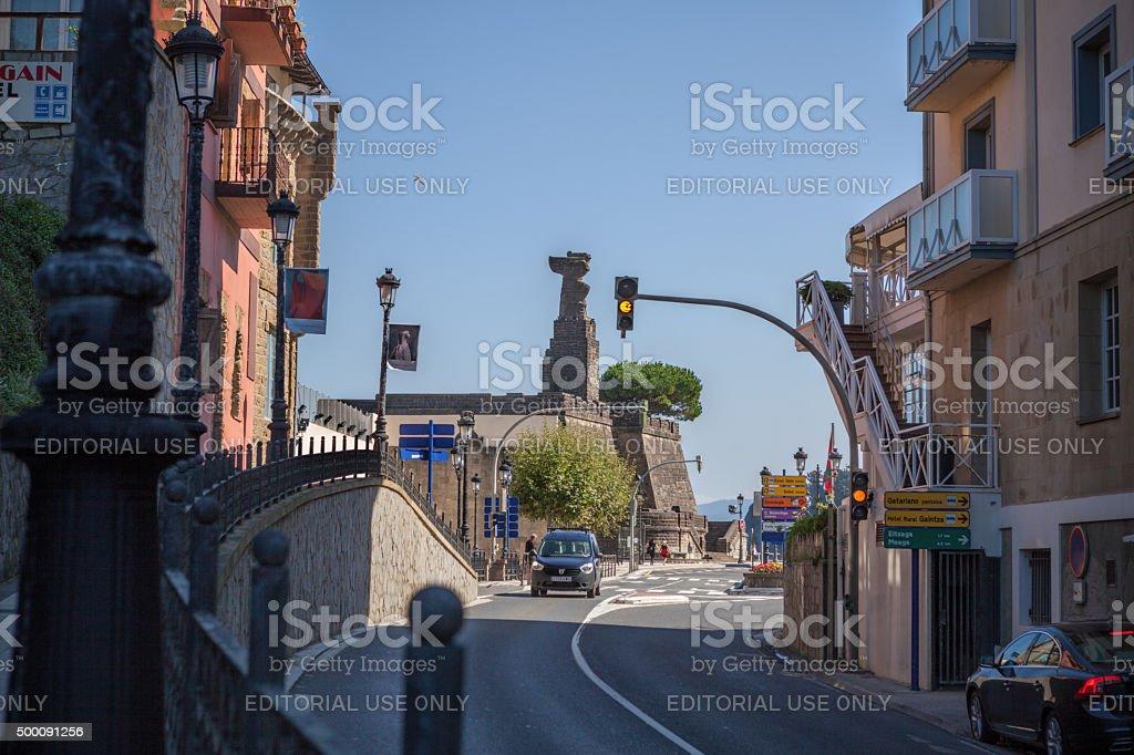 По дороге, ведущей к Хуан Себастьян Elcano собственного памятник стоковое фото